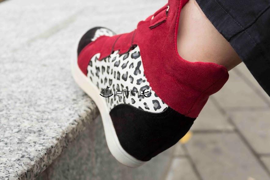 sneakers rosu si negru cu imprimeu leoprard